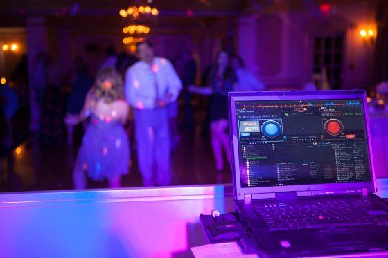 DJ Laptop - - Dance to the Music Entertainment